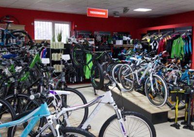 Abteilung mit e-Bikes und Trekkingrädern bei Werra Bikes Hildburghausen