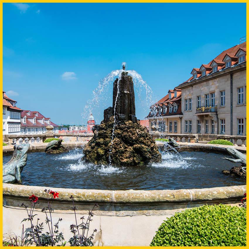 Oberer Springbrunnen mit wasserspeienden Fröschen und Echsen in Gotha auf dem Radweg Thüringer Städtekette durchgeführt vom Werra Bikes