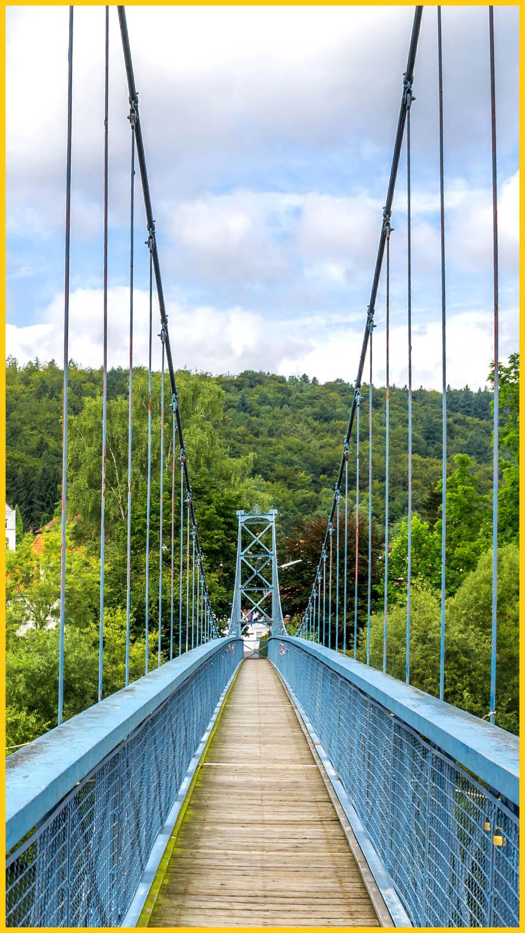 Blaue Hängebrücke in Hannoversch Münden auf dem Werratal Radweg durchgeführt vom Werra Bikes